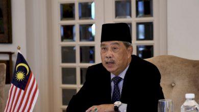 صورة رئيس الوزراء الماليزي يناشد الشؤون الدينية لحث المواطنين على التسجيل للقاح