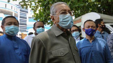 """صورة مهاتير يدعو الشرطة الماليزية لعدم الانصياع """"لأهواء السياسيين"""""""