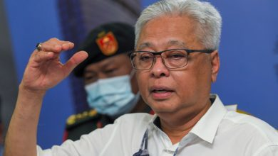 صورة الحكومة الماليزية تمدد عمل المطاعم والمتاجر حتى العاشرة مساء