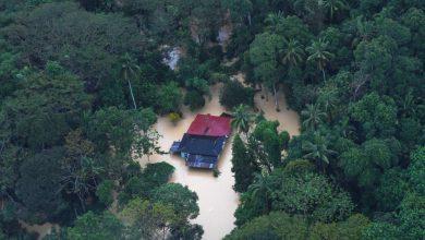 صورة الفيضانات تغمر مناطق واسعة من مدينة كوانتان وإجلاء المئات
