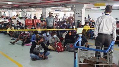 صورة حشود من المهاجرين في مطار كوالالمبور بانتظار معالجة طلباتهم