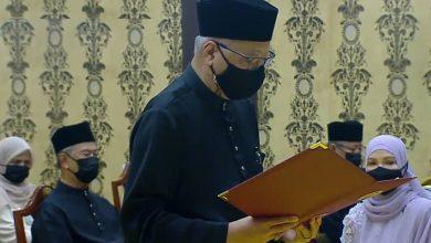 صورة إسماعيل صبري يعقوب يؤدي اليمين الدستورية رئيساً لوزراء ماليزيا