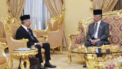 صورة ملك ماليزيا يقبل استقالة رئيس الوزراء ويضعه في تسيير الأعمال لحين اختيار البديل