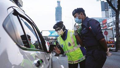 صورة رغم إزالة الحواجز.. الشرطة الماليزية تشن حملات تفتيش على طرق السفر بين الولايات