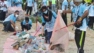 صورة أطنان من المخلفات.. حملات تطوعية لتنظيف الشواطئ الماليزية