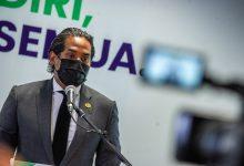 صورة وزير الصحة: سنجعل الحياة صعبة على من يرفضون تلقي لقاح كورونا